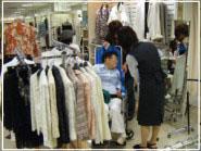 お買い物の様子